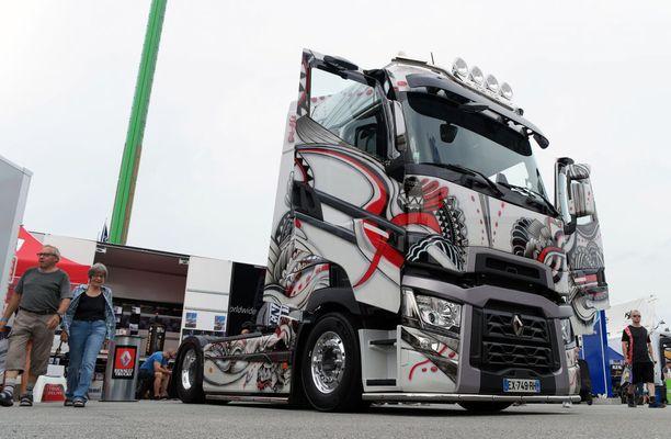 Ranskalainen paketti: Renault Trucks T High 520 4x2 -vetoauto.