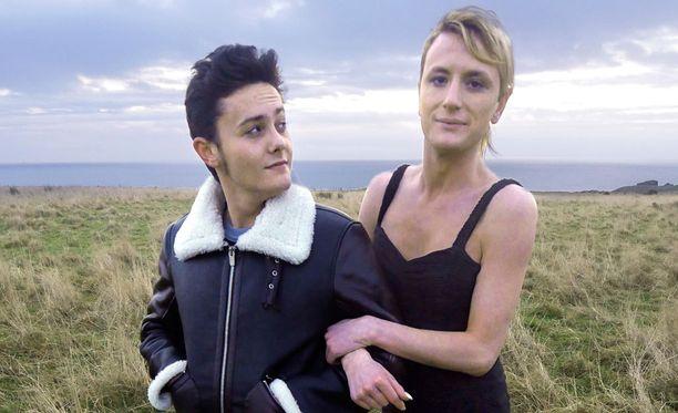 Tyger tapaa Skotlannissa Brooken, joka oli ennen homomies.