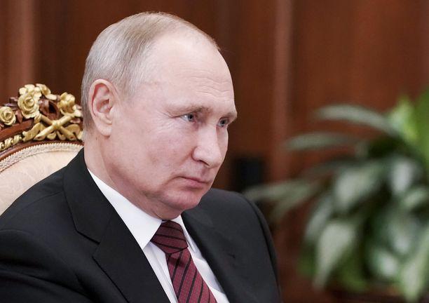 Venäjän presidentti Vladimir Putin otti rokotteen piilossa kameroilta tiistaina.