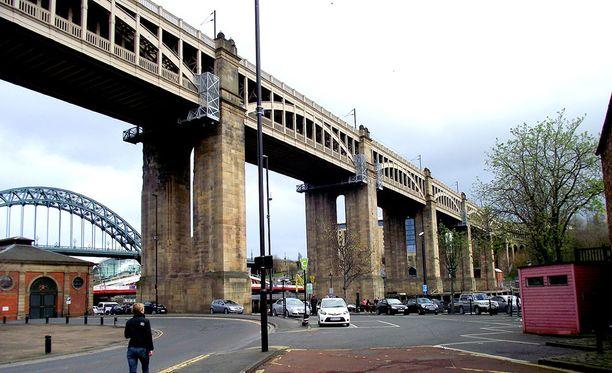 McKenna teki ensimmäisen raiskauksensa tämän yhdistetyn rautatie-, auto-, ja kävelysillan luona Gatesheadissa.