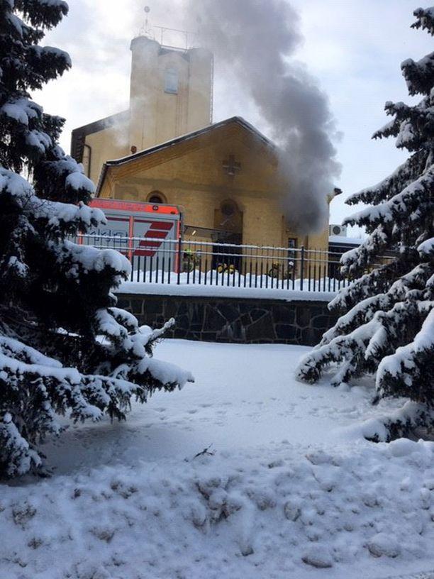 Pelastuslaitos epäili alkuvaiheessa, että kyseessä oli tulipalo, koska savua oli niin runsaasti.