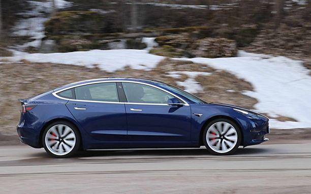Suomeen voi nyt tilata myös Teslan halvinta Standard Range -mallia Plus-versiona.