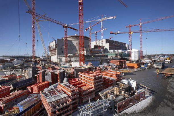 OL3-ydinvoimalan piti käynnistyä vuonna 2009.