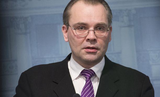 Puolustusministeri palaa blogissan USA:n-vierailuun ja kohuttuun aiejulistukseen.