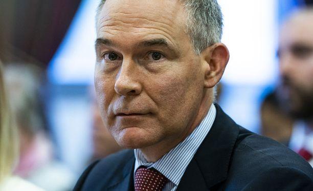 USA:n ympäristöviraston johtaja Scott Pruitt eroaa kohun saattelemana.