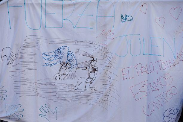 Piirroksissa toivottiin perheelle voimia surun keskellä.