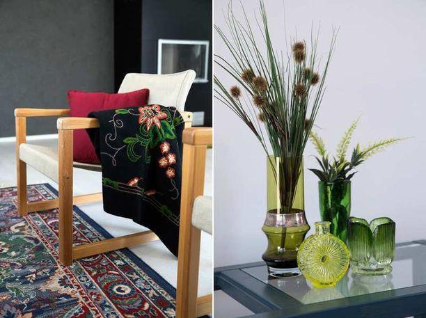 Vanhoissa huonekaluissa saa näkyä elämä ja kuluminen. Tarvittaessa käytetyt kalusteet kuitenkin muuttavat helposti ilmettä maalaamalla. Olohuoneen sivupöytä ja kirjahylly saivat Steinerin käsittelyssä uuden villamaton kuvioihin sopivan sävyn.