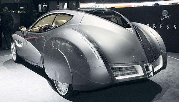 MUISTOJA Perän muotoilu heijastelee piirteitä autoilun kaikilta vuosikymmeniltä.