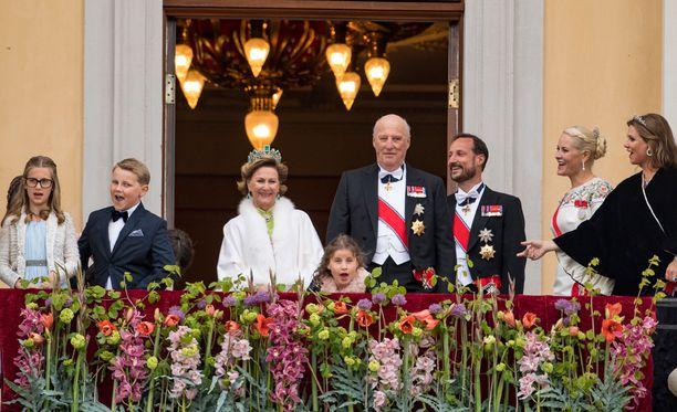 Sverre Magnus (toinen vasemmalta) päätyi kansainväliseksi uutiseksi.