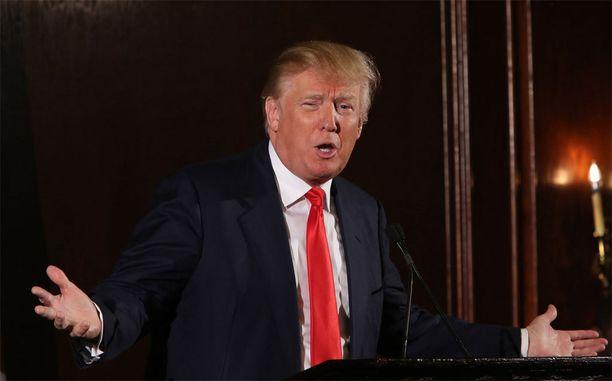 Donald Trump ei kadu sanomisiaan.