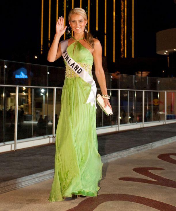 Viivi edusti viikonloppuna raikkaan vihreässä iltapuvussa.