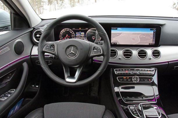 Kuljettajan eteen avautuu monipuolinen työmaa.