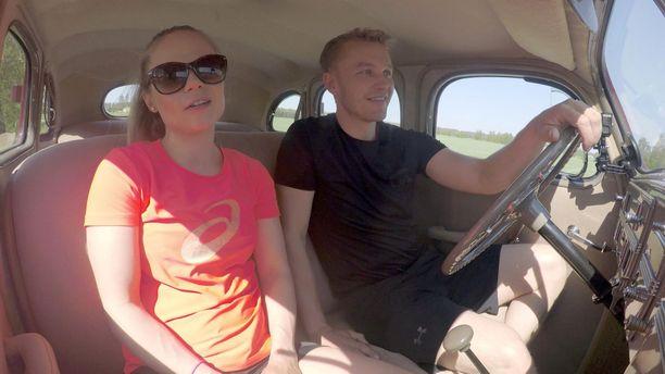 Laura ja Juho ovat seurustelleet kesästä saakka.