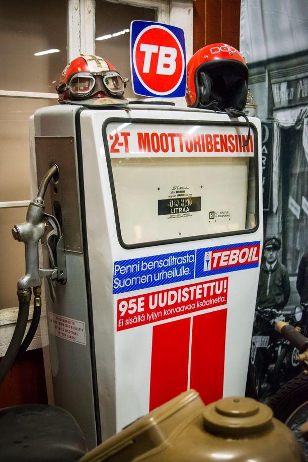2-tahtipolttoaineelle oli aikanaan jopa omia bensamittareita.
