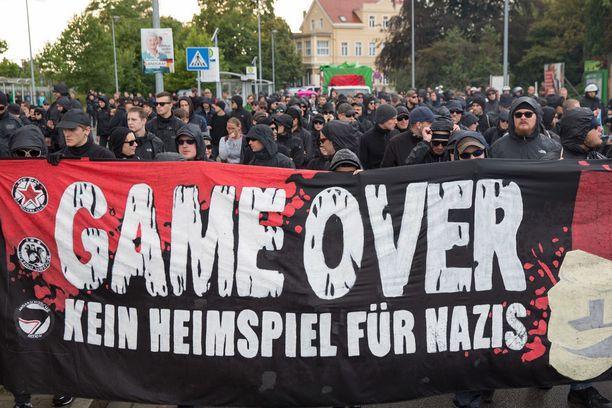 Antifasistinen liike syntyi alun perin Saksassa. Kuva Saksassa Wurzenissa syyskuussa järjestetystä mielenosoituksesta.