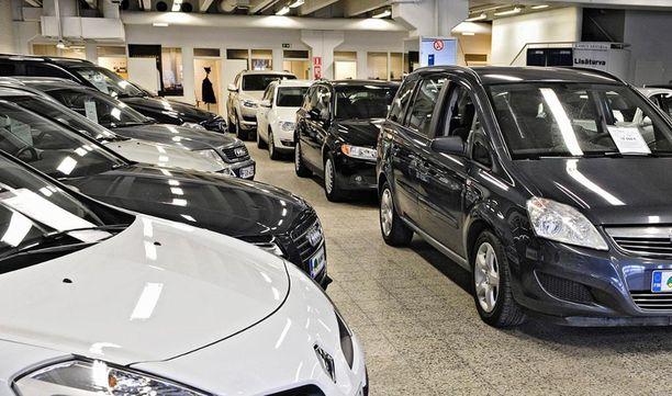 Kun autokuume iskee, niin viimeistään osamaksusopimusta laadittaessa kannattaa kysellä, mitä auto loppujen lopuksi maksaa.