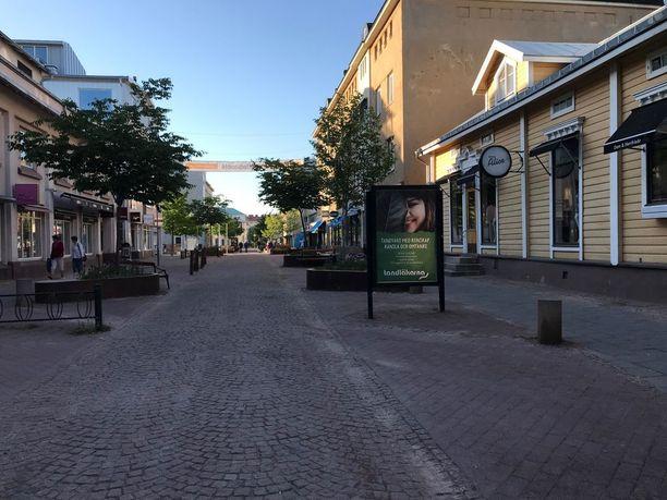 Roope ja Jonny Hietala arvostavat Ahvenanmaassa sitä, ettei ihmisillä vaikuta olevan kiire. Kuvassa Maarianhaminan keskusta.