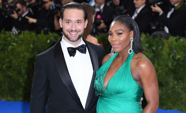 Serena Williams ja Alexis Ohanian saavat perjantaina toisensa New Orleansissa. Kuvassa pariskunta vuonna 2016, jolloin Williams odotti heidän esikoistaan.