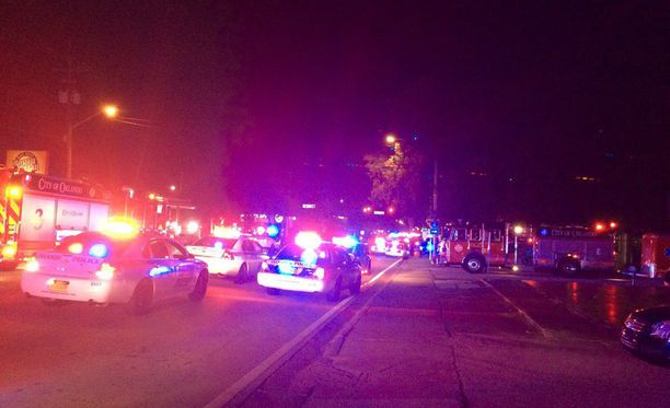 Orlandossa Floridassa ampuja tai ampujat ovat hyökänneet paikalliseen homobaariin.
