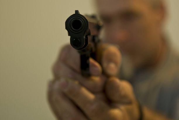 Oikeus ei uskonut asemiehen selityksiä, vaan tuomitsi hänet ehdolliseen vankeuteen (kuvituskuva).