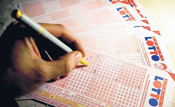 JYMYPOTTI Helsinkiläismies valitsi lottokuponkiin samat neljä riviä uskollisesti yli yhdeksän vuoden ajan – ja se kannatti.