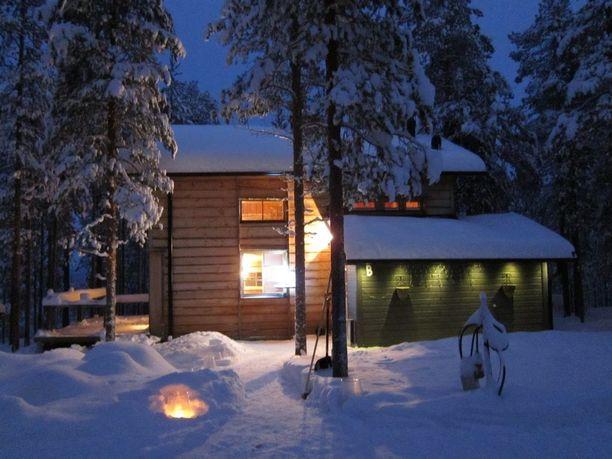 Kemijärvellä sijaitsevassa mökissä on kaksi huonetta, keittiö ja sauna. Tilaa mökissä on 77 neliötä ja sijainti lähellä Suomutunturin laskettelurinteitä. Hintapyyntö 99 000 euroa.
