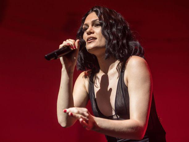 Brittiläinen laulaja Jessie J kertoi tiistai-iltana faneilleen, ettei kykene saamaan lapsia.