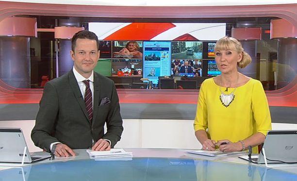 Toistamiseen kahden viikon sisään MTV:n Kymmenen uutiset -lähetyksessä uutisankkureiden taustalla nähtiin seksiä. Uutisankkureina toimivat Jaakko Loikkanen ja Ripsa Koskinen-Papunen.