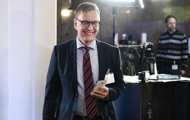 Entinen päätoimittaja Atte Jääskeläinen tarjoaa liikkeenjohdolle konsultointia.