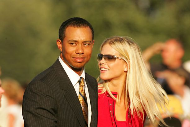 Lähipiirin mukaan Tiger ja Elin yrittävät pelastaa avioliittonsa seksiskandaalista huolimatta.