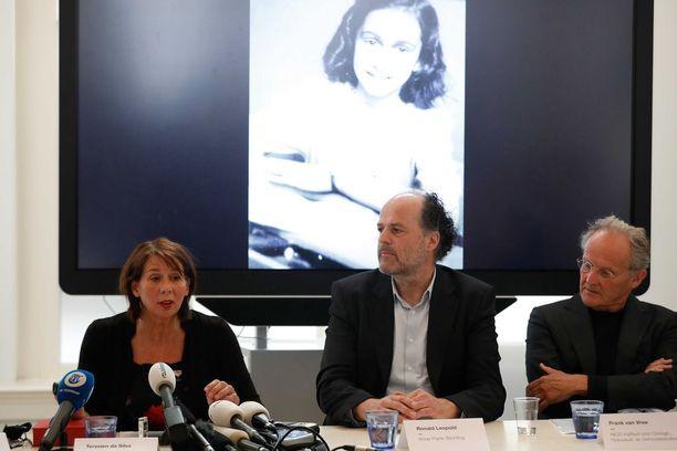 Hollantilaistutkijoiden mukaan hölmöt vitsit ja seksuaalinen sisältö osoittavat, että Anne Frank oli poikkeuksellisesta maineestaan huolimatta tavallinen tyttö.