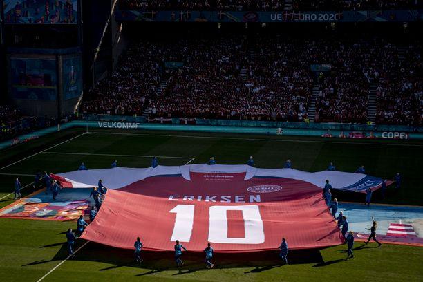 Erikseniä kunnioitettiin suuresti Tanska-Belgia-ottelussa.