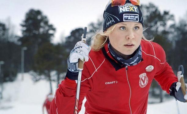 Julia Svan on saavuttanut menestystä juniorihiihtäjänä ja haluaa ammattilaiseksi.