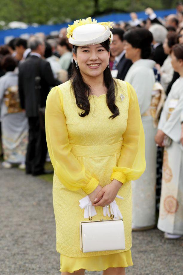 Prinsessa Ayako luopuu asemastaan naidakseen elämänsä rakkauden.