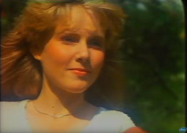Susanna Carlson esitti mainoksen maitotyttöä.