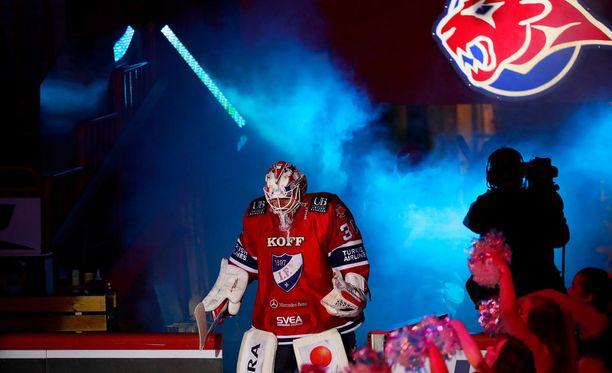 Kevin Lankinen pelaa HIFK:n maalilla maanantaina.