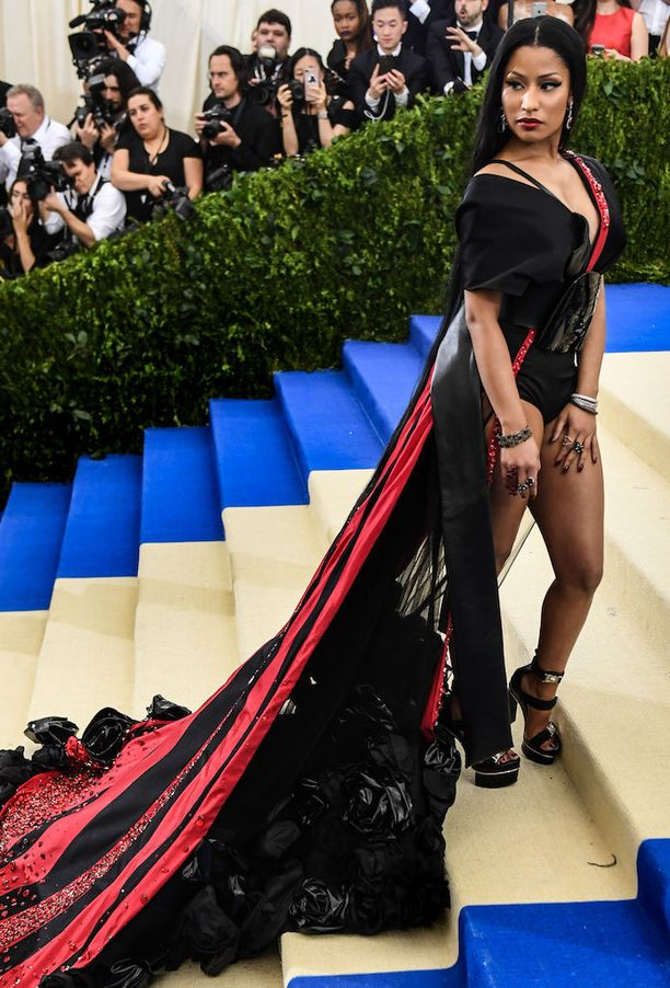 Nicki Minaj saapumassa Met-gaalaan.