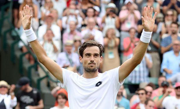 Guido Pella vastasi torstain jättiyllätyksestä Wimbledonissa.