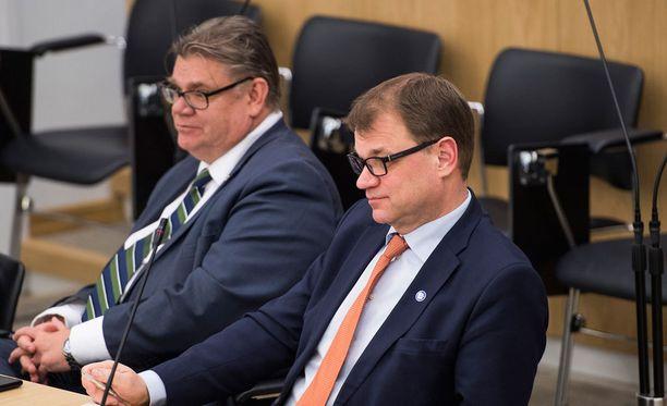Timo Soiniin (vas.) luotti 21 prosenttia vastaajista, Juha Sipilään 20 prosenttia.