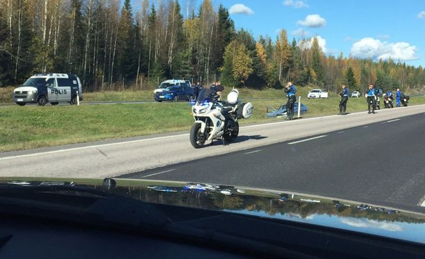 Poliisi ampui miehen kuoliaaksi tällä Valtatie 4:n pätkällä lokakuun alussa.