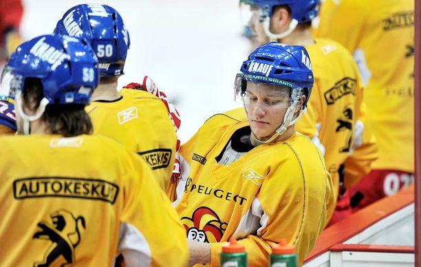 Teemu Pulkkinen oli eilen mukana Jokerien harjoituksissa. Hän jäi vielä toiseen treeniin muiden jälkeen.