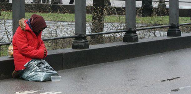 Kymmenet poliisit valvovat nyt Helsingin kerjäläisiä.