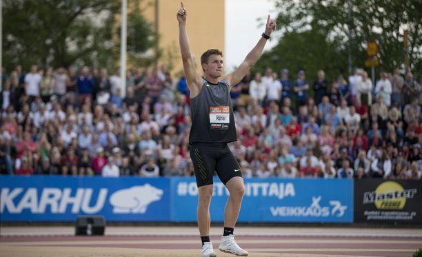 Saksan Thomas Röhler on viime vuosina heittänyt Paavo Nurmi Gamesissa. Lehtereillä on ollut noin 12 000 katsojaa.
