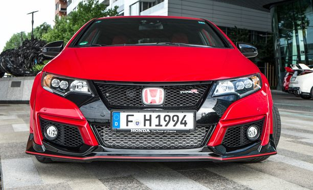 Uhmakas. Uusi Honda Civic Type R.