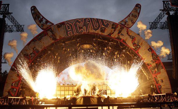 Rockyhtye AC/DC perustettiin jo vuonna 1973.