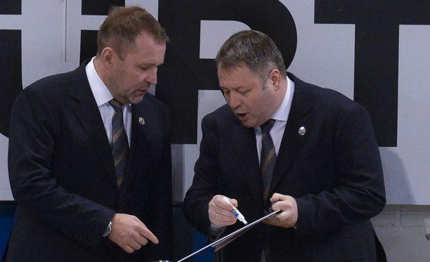 Vladimir Jursinov junior (oikealla) on valmentanut muun muassa KHL-seura Ufassa.