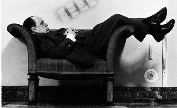 SMP:n perustaja Veikko Vennamo teki tunnetuksi valtiosalin tuolilla röhnöttämisen.
