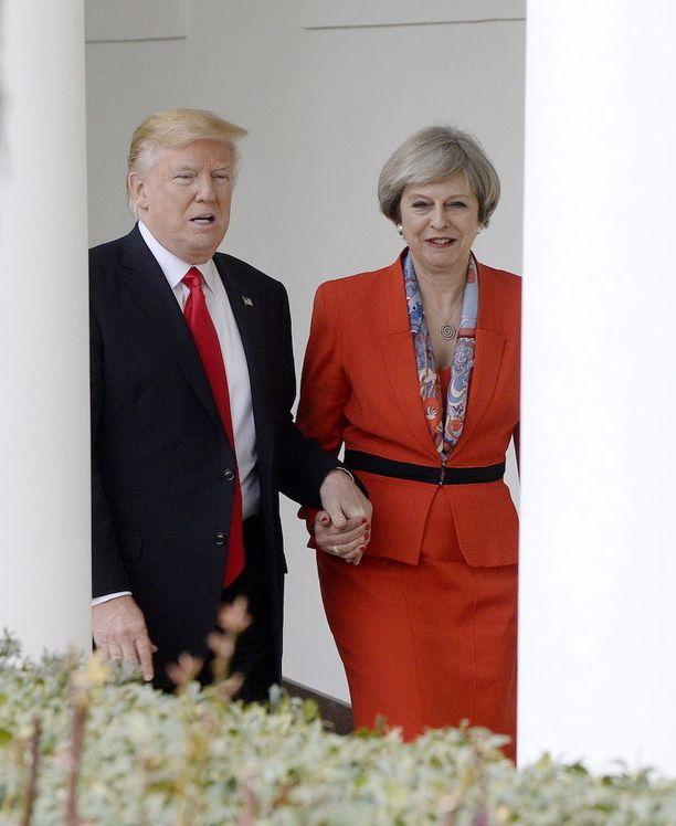 Theresa May kävi Valkoisessa talossa vain viikko sen jälkeen, kun Trump oli vannonut virkavalansa.
