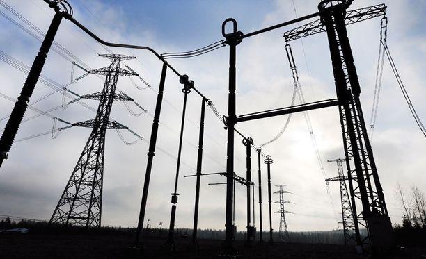 Sähkönsiirron yksityistäminen nousi otsikoihin, kun Caruna-yhtiö ilmoitti roimasta kuluttajahintojen korotuksesta.