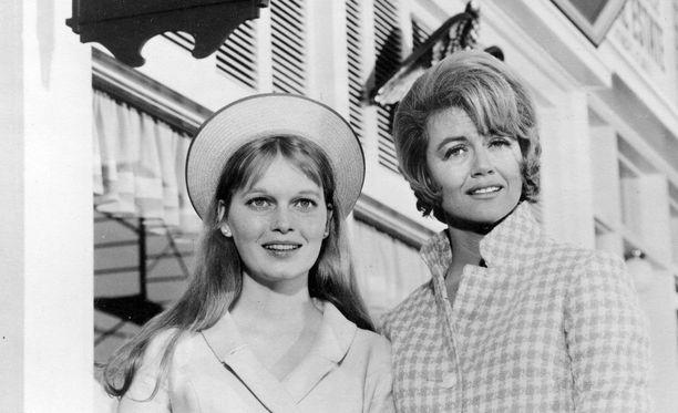 Mia Farrow ja Dorothy Malone Peyton Place -sarjassa vuonna 1964.